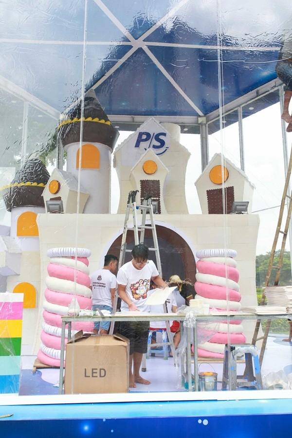Hình ảnh: Ngôi nhà được thiết kế 100% từ bánh kẹo, cao 6m lần đầu xuất hiện tại Việt Nam số 1